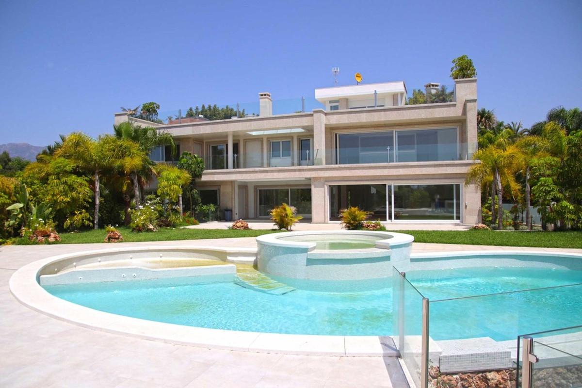 Detached Villa for sale in Bahía de Marbella R3503641