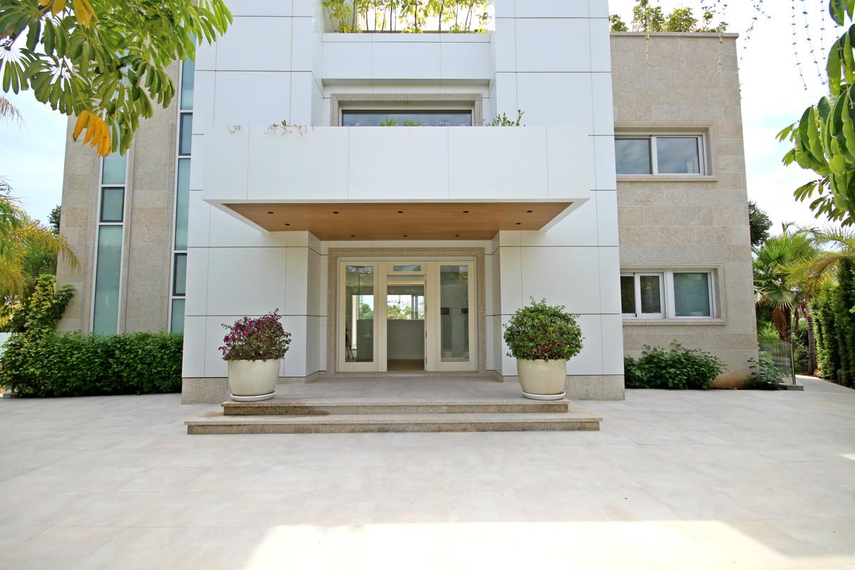House in Bahía de Marbella R3503641 3