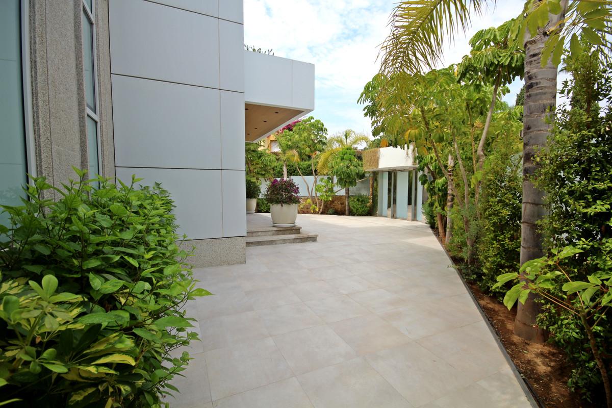 House in Bahía de Marbella R3503641 4