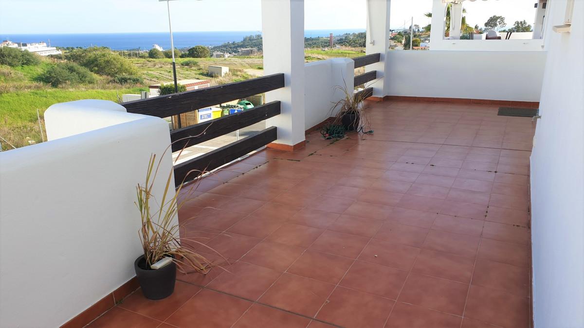 Penthouse, Estepona, Costa del Sol. 2 Bedrooms, 2 Bathrooms, Built 91 m2, Terrace 70 m2.  Setting : ,Spain