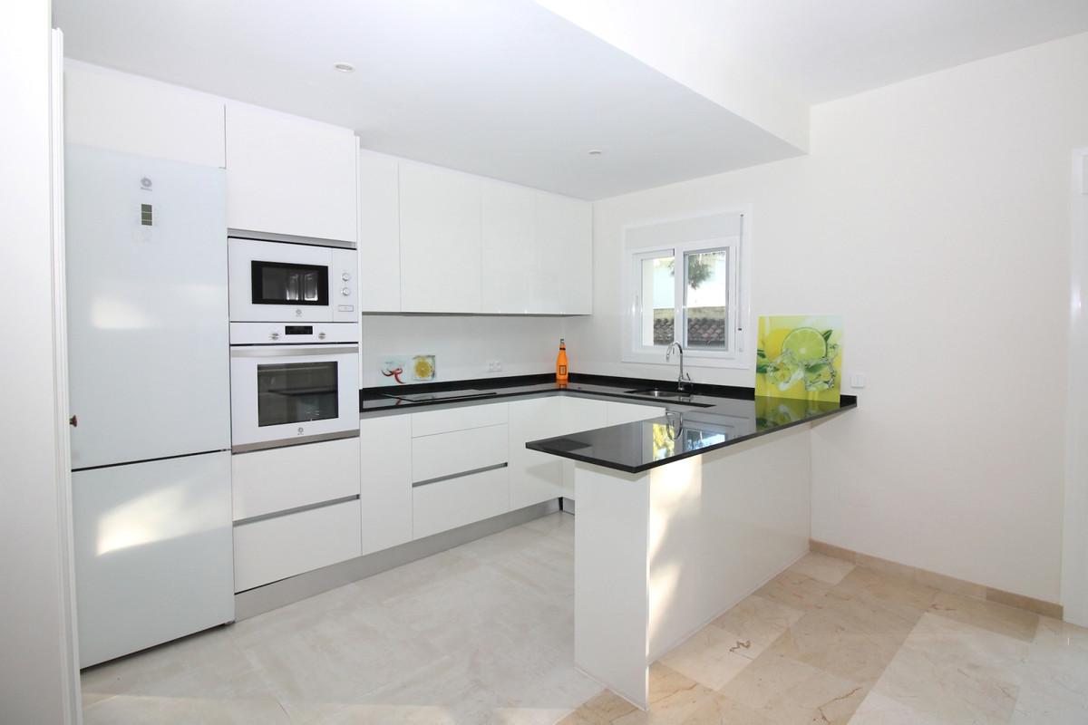 Appartement Mi-étage à Aloha R3368080