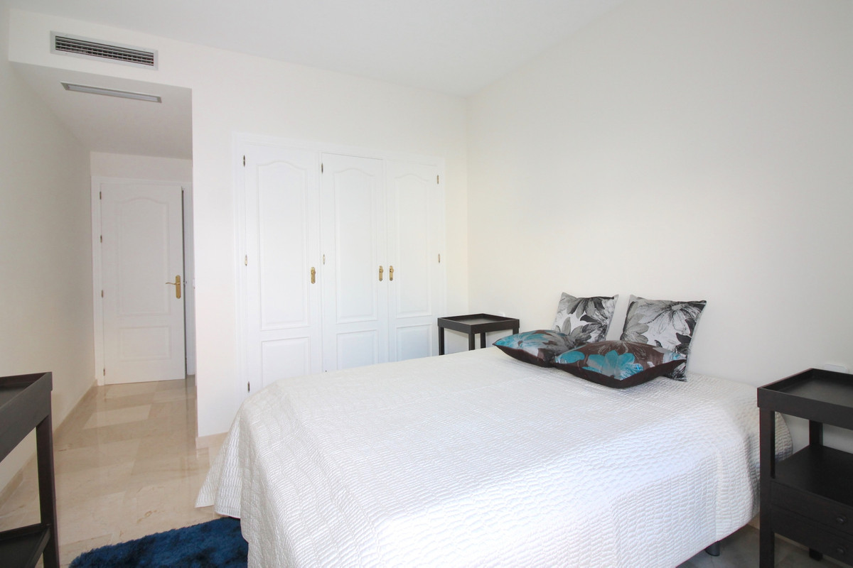 Apartment in Aloha R3368080 10