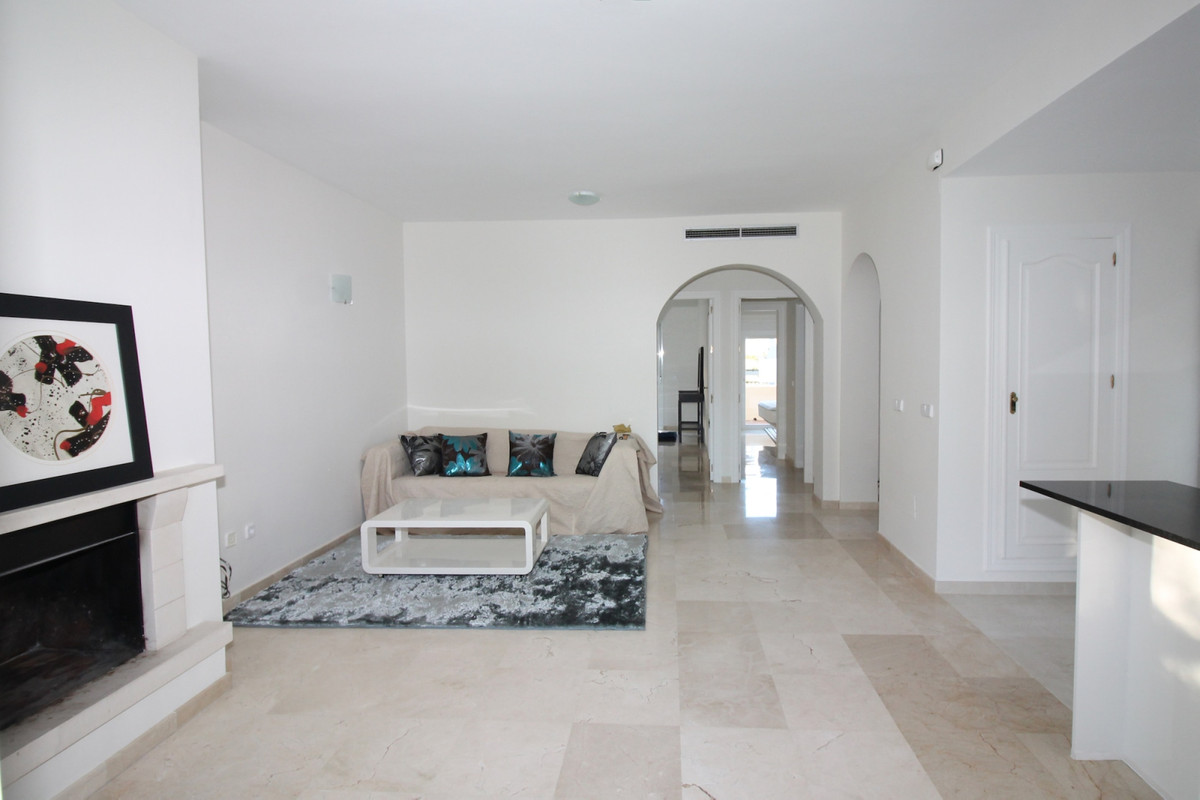 Apartment in Aloha R3368080 3