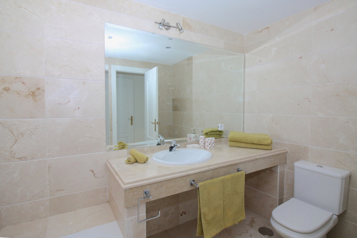 Apartment in Aloha R3368080 5