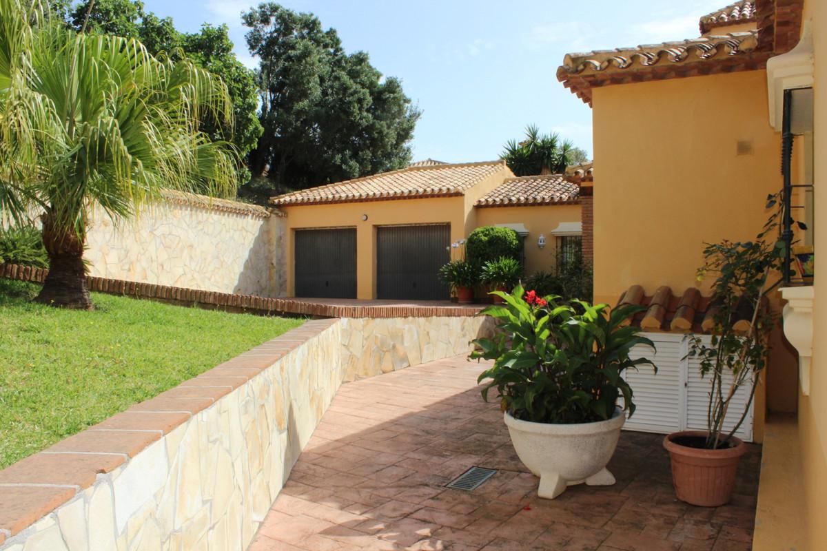 Detached Villa in Hacienda Las Chapas