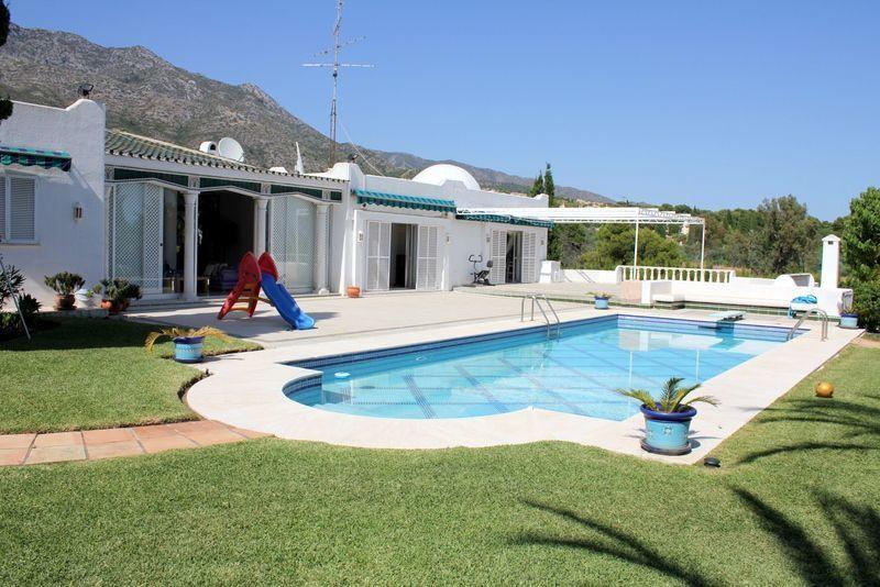 11 Bed Villa For Sale in Sierra Blanca