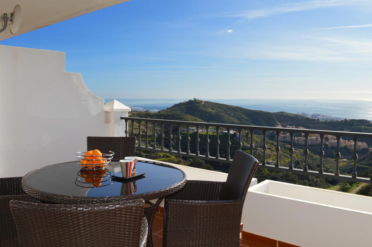 Apartment Middle Floor Calahonda Málaga Costa del Sol R3583750