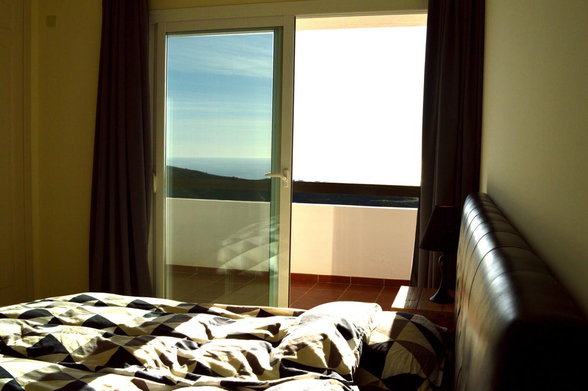 Apartment Middle Floor Calahonda Málaga Costa del Sol R3583750 10