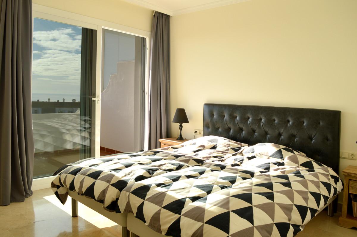 Apartment Middle Floor Calahonda Málaga Costa del Sol R3583750 9