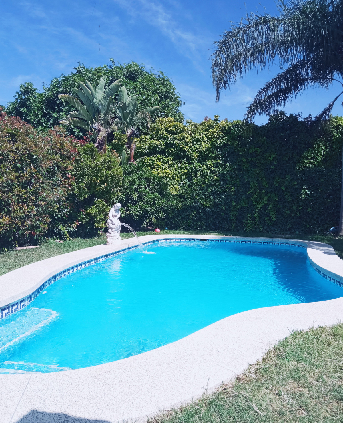 Fantastic family home with private garden and pool. This semi-detached house is located in walking d,Spain