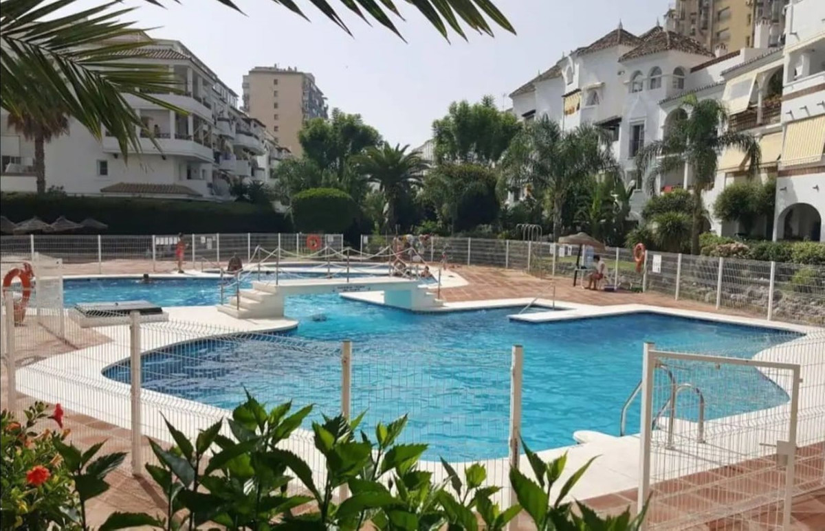 Middle Floor Apartment, Benalmadena Costa, Costa del Sol. 2 Bedrooms, 1 Bathroom, Built 98 m², Terra,Spain