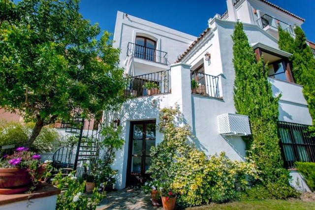 Immaculate South facing corner town house in La Heredia de Monte Mayor in the foothills of Benahavis,Spain