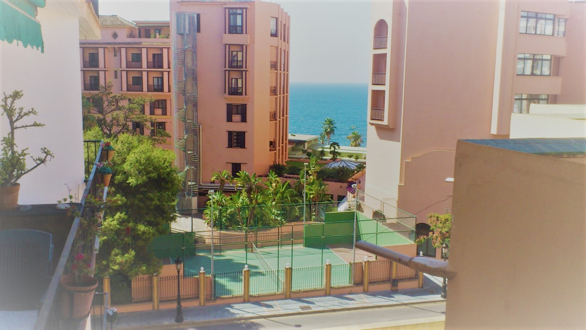 Middle Floor Studio, Marbella, Costa del Sol. Built 45 m², Terrace 5 m².  Setting : Town, Beachside,,Spain