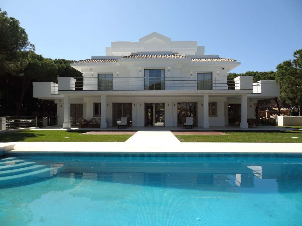 Villa for sale in Hacienda Las Chapas - Costa del Sol