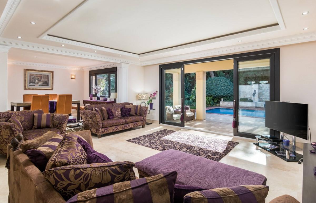 Villa 4 Dormitorios en Venta Benamara