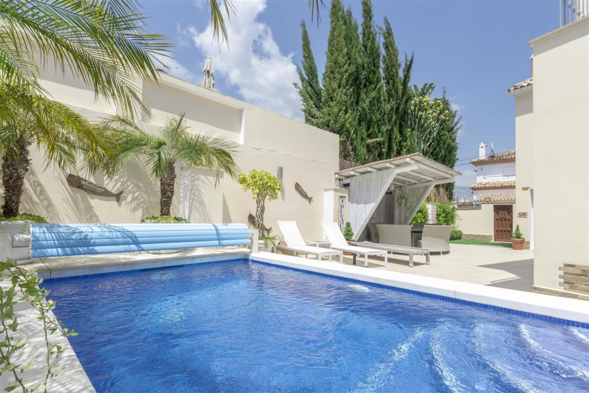 Villa Til salgs i San Pedro de Alcántara R3467512