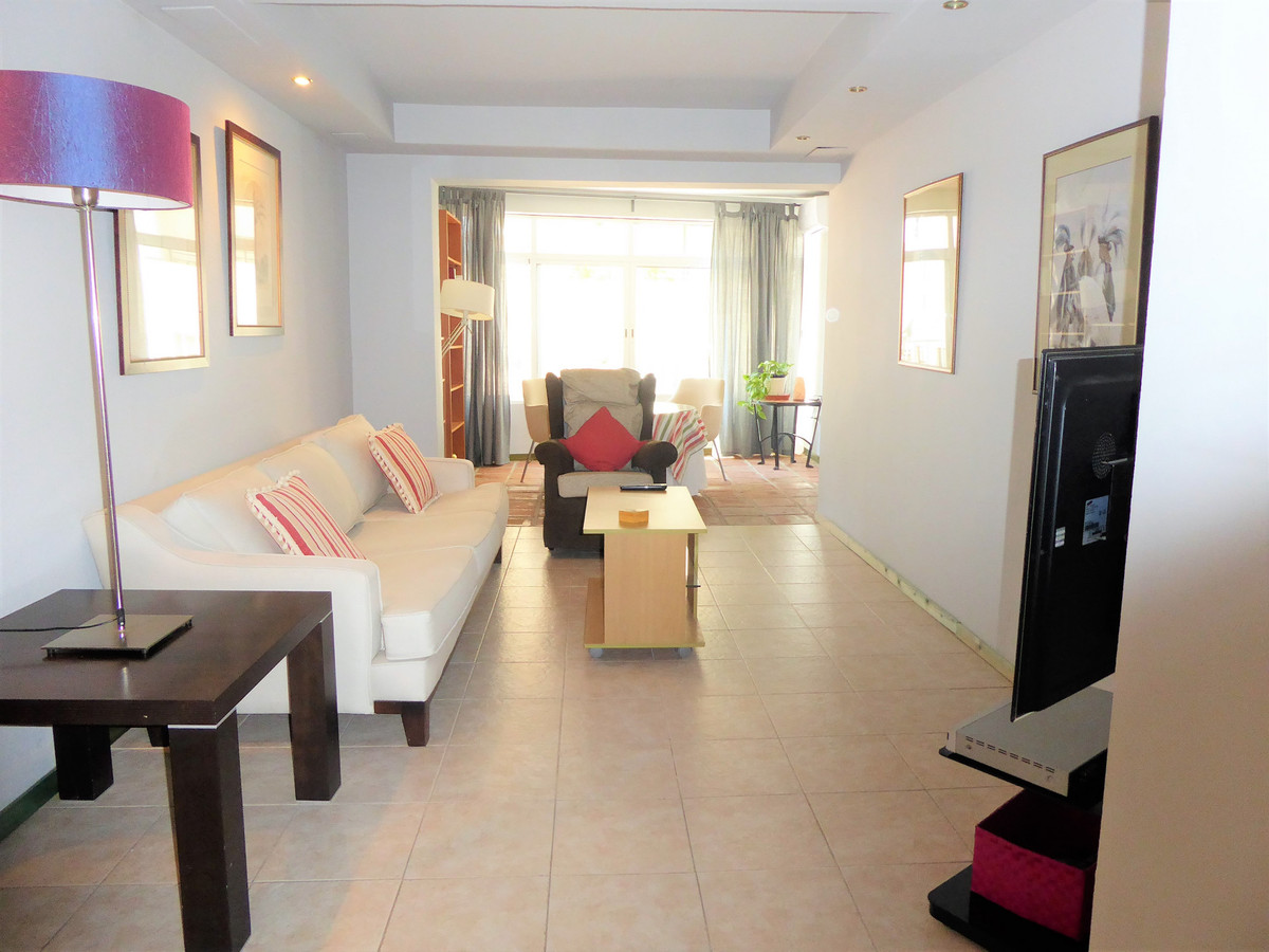Apartment located in the center of Marbella, next to a completely renovated commercial area. Due to ,Spain