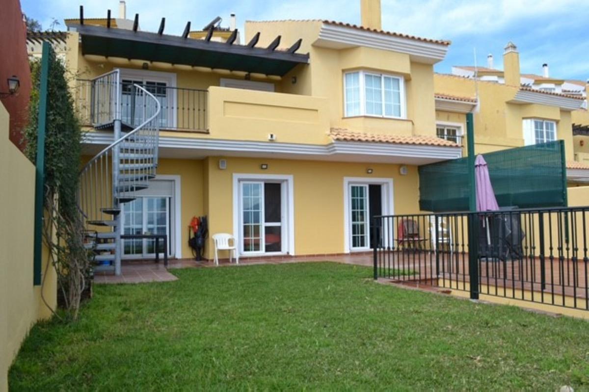 Maison Jumelée  Mitoyenne en vente  et en location  à La Mairena