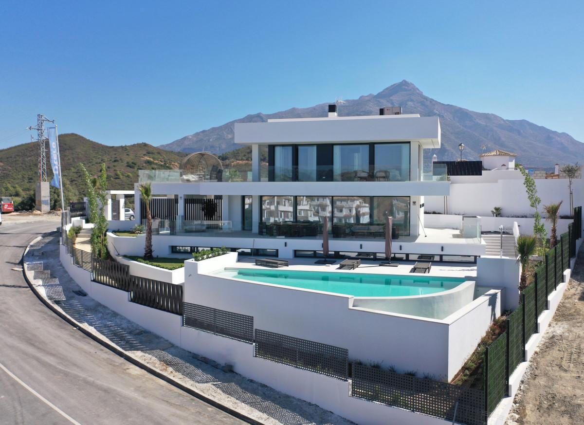 Detached Villa for sale in Marbella R3341971