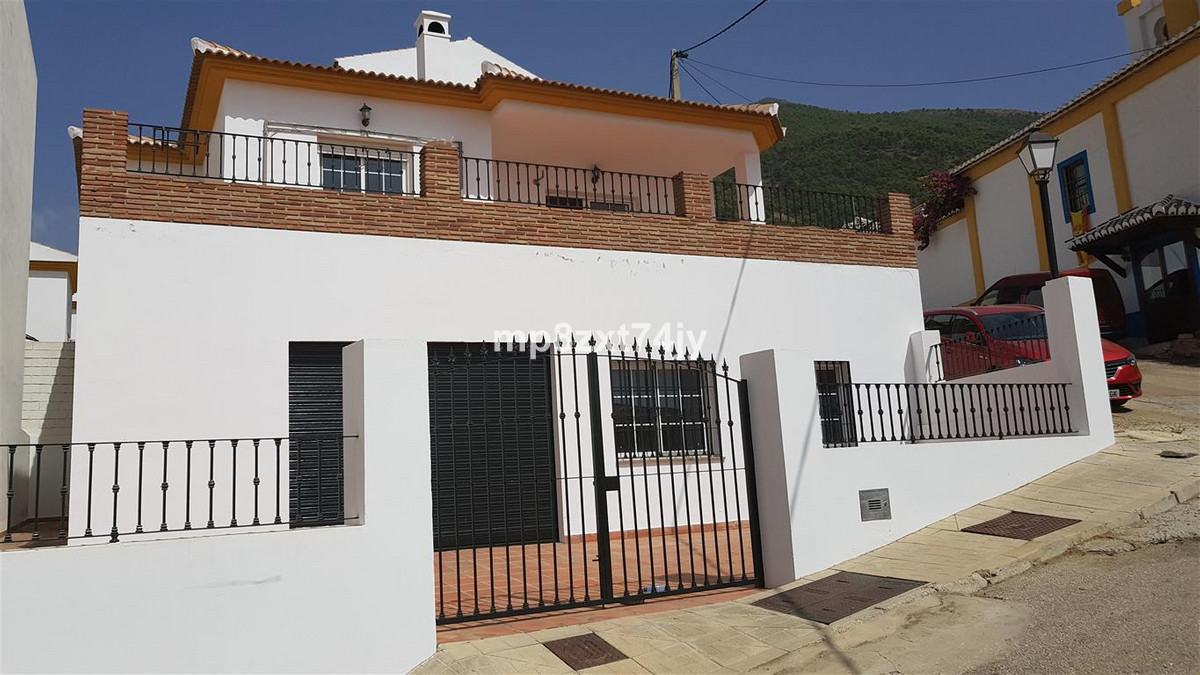 Built to a high standard, and within easy walking distance of the bars, restaurants and shops of Alc,Spain