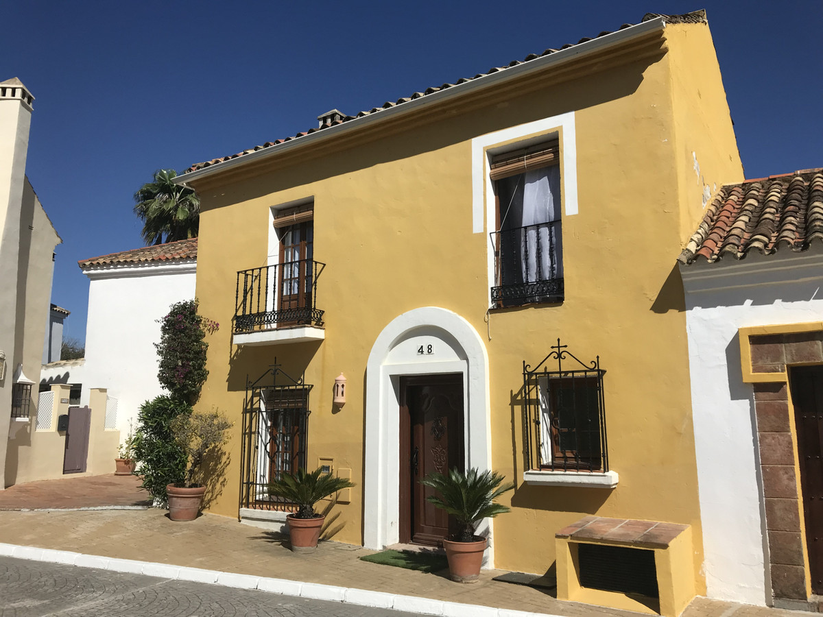 Villa  Pareada en alquiler  en Guadalmina Baja