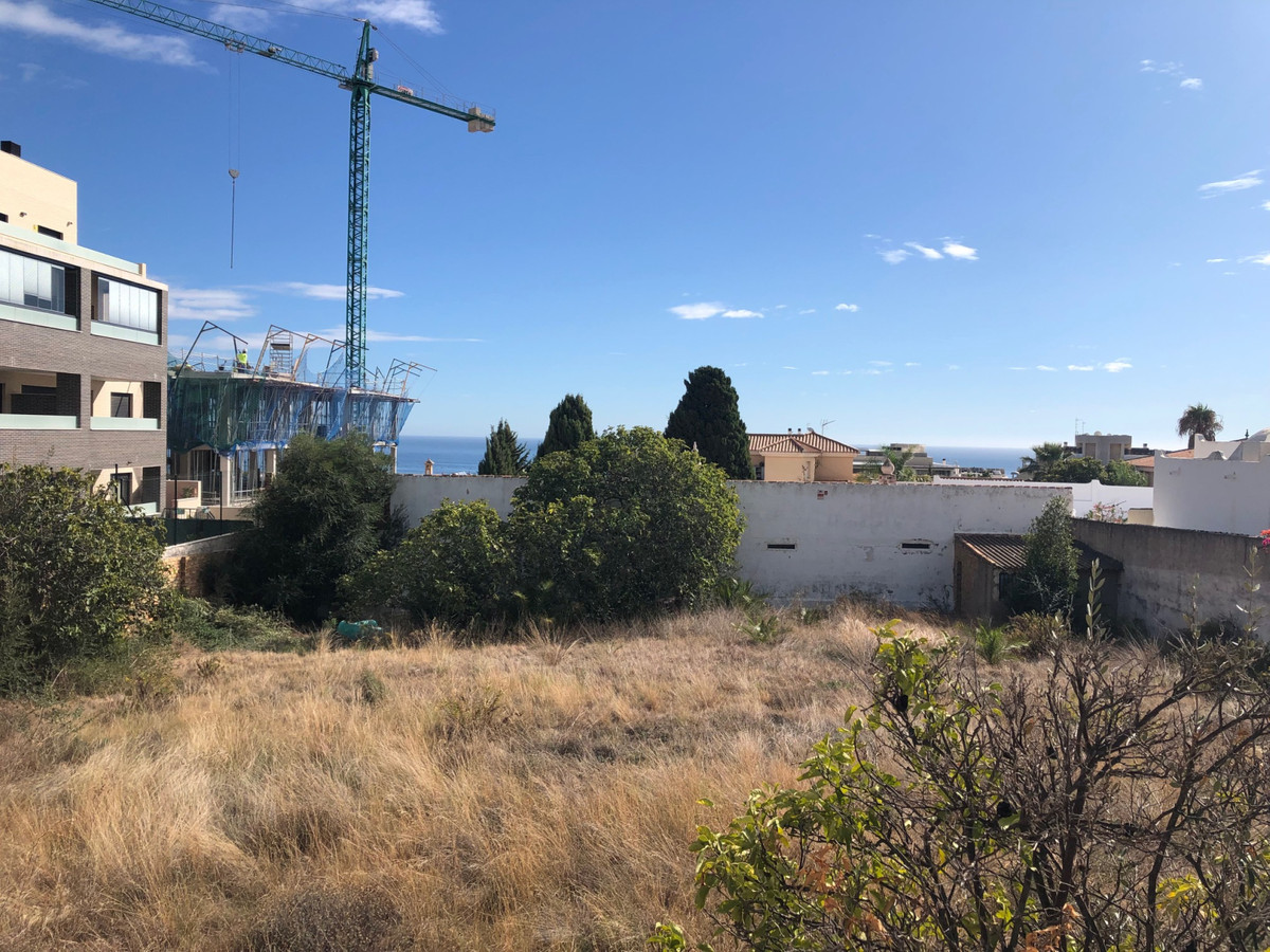 Urban plot with basic project next to the Sunny view.(subida al Cerro del Toril). The plot is locate,Spain