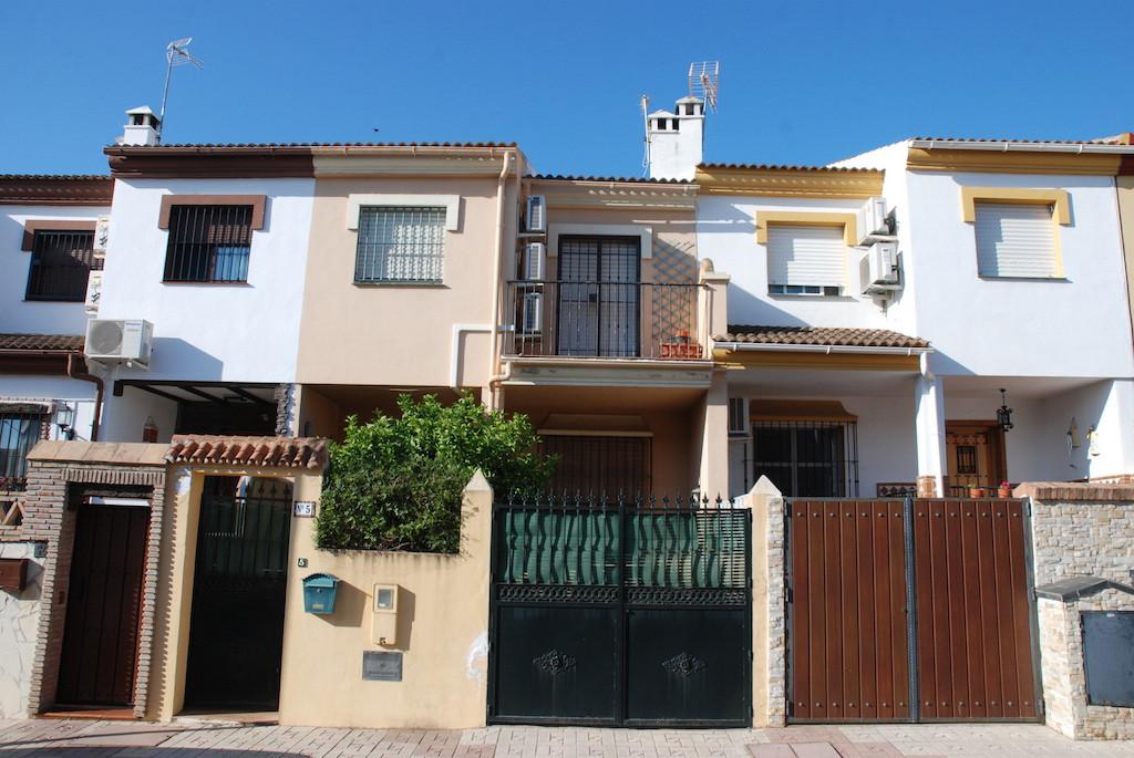Townhouse for sale in Alhaurin de la Torre. Townhouse in the upper area of Alhaurin de la Torre, ide,Spain