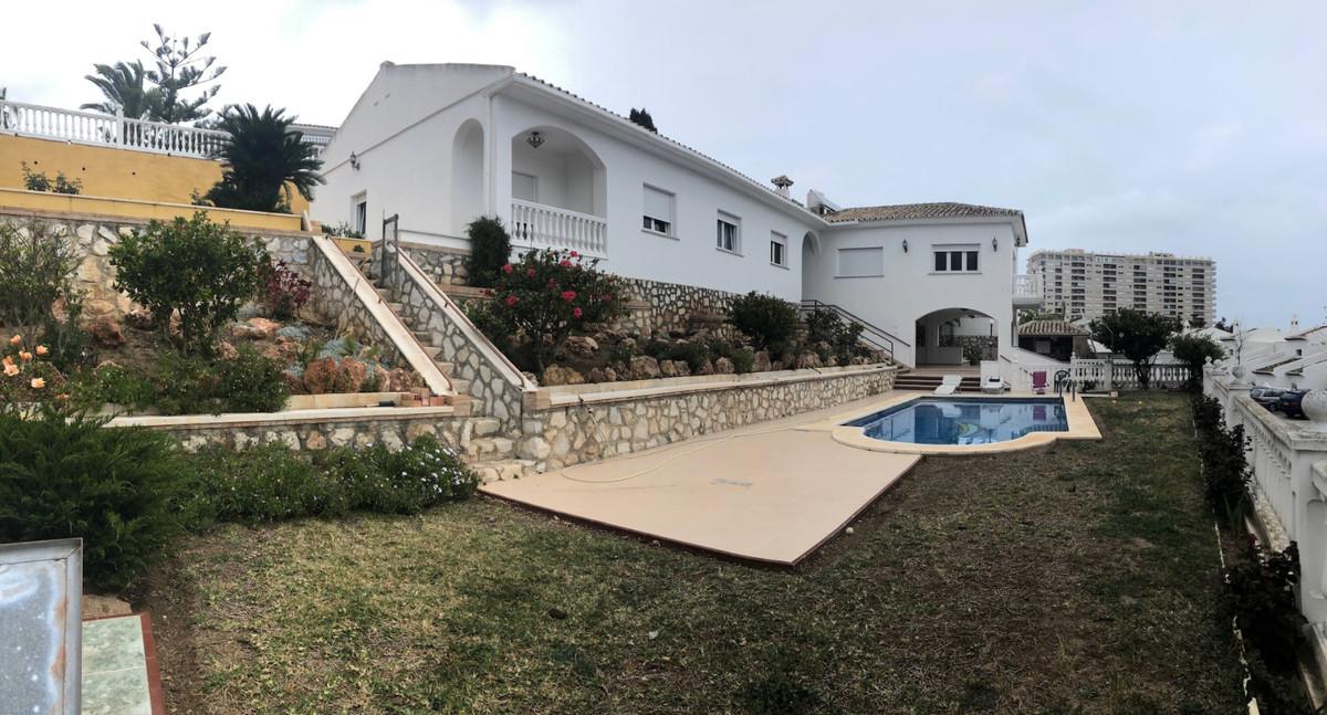 Villa 4 Dormitorios en Venta Torrequebrada
