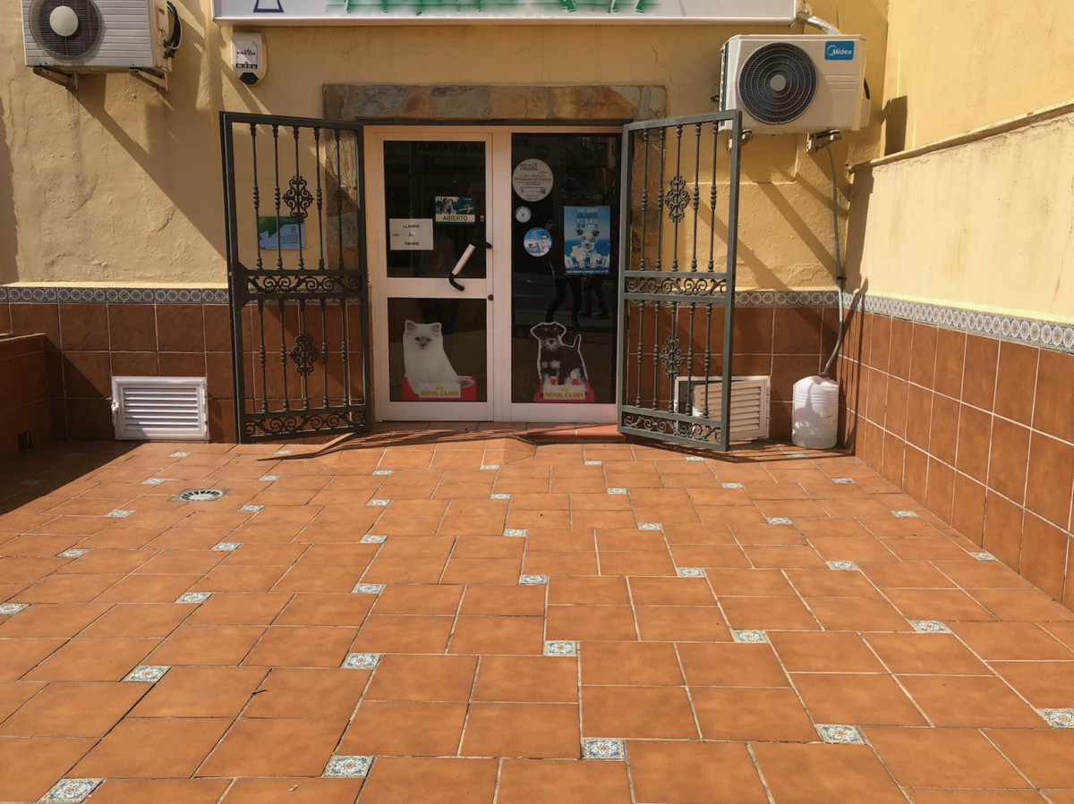 Veterinary clinic transfer Transfer of a business in full operation for many years, and with a good ,Spain
