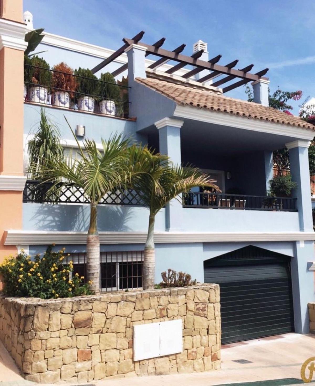 , Las Brisas, Costa del Sol. Built 257 m².  Orientation : South. Condition : Excellent. Pool : Commu,Spain