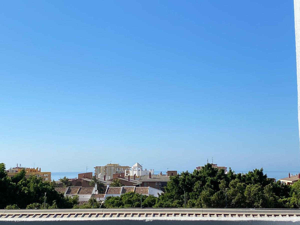 Right in the heart of town we find this fantastic large Studio apartment in the ever popular area of,Spain