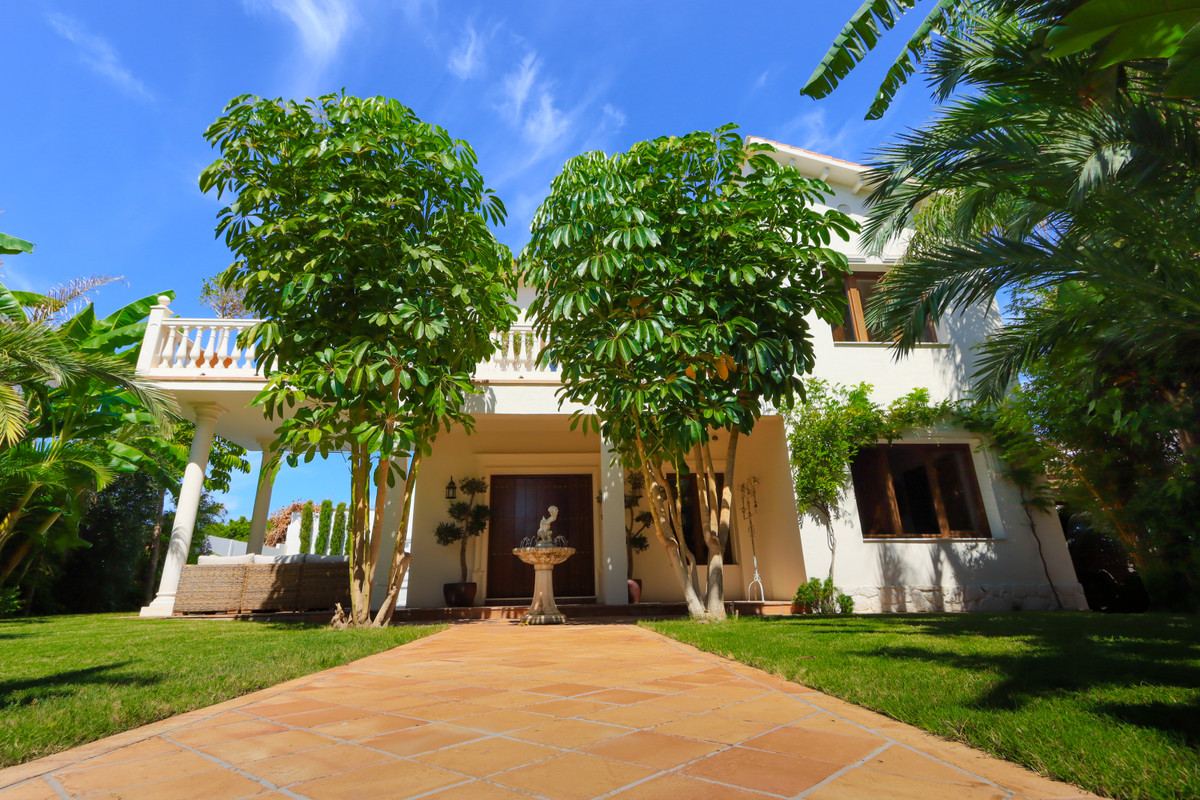 REDUCED TO SELL !  350,000 EURO!  Beautifully renovated beachside villa with 4 bedrooma and 3 bathro,Spain