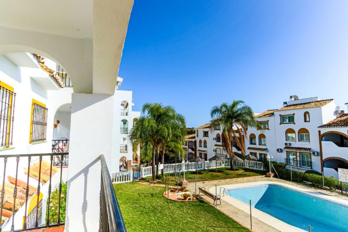 Apartamento, Planta Media  en venta    en Calahonda