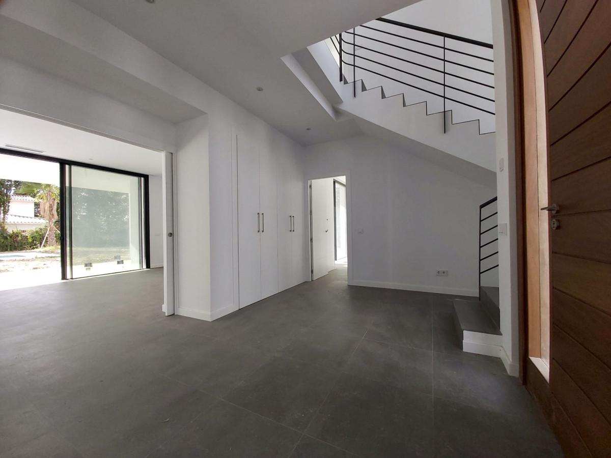 House in Atalaya R3753202 2