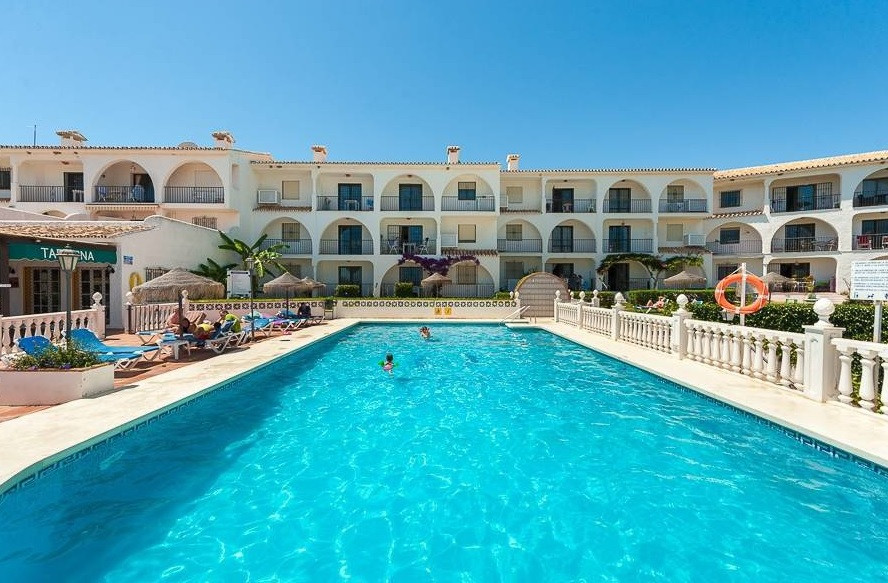 Situated on a well-kept complex with mature landscaped gardens and a large swimming pool, the proper,Spain