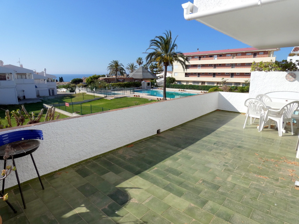 A huge sunny South facing terrace with great pool, garden and sea views. Restaurants, supermarkets a,Spain