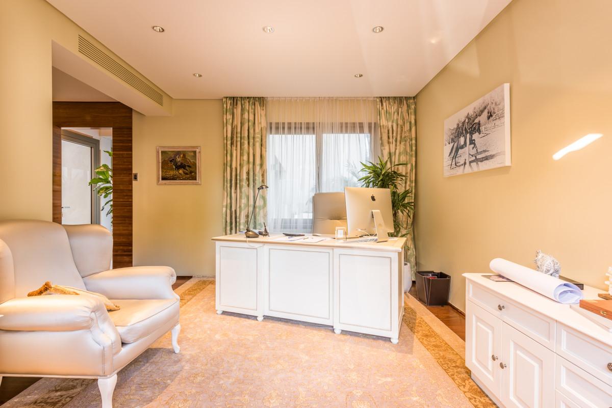 Villa te koop in Sierra Blanca R3462259