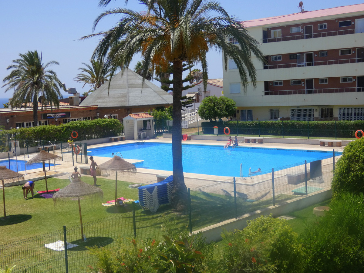 Lovely 2 bedroom 2 bathroom apartment with LARGE TERRACE WITH SEA-VIEW ,ONLY 300 METRES TO BEACH! Si,Spain