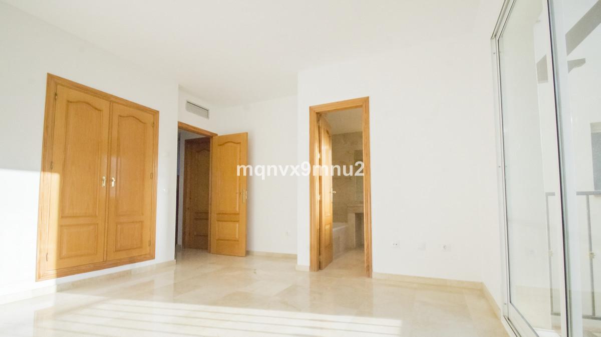 Apartamento con 4 Dormitorios en Venta Aloha