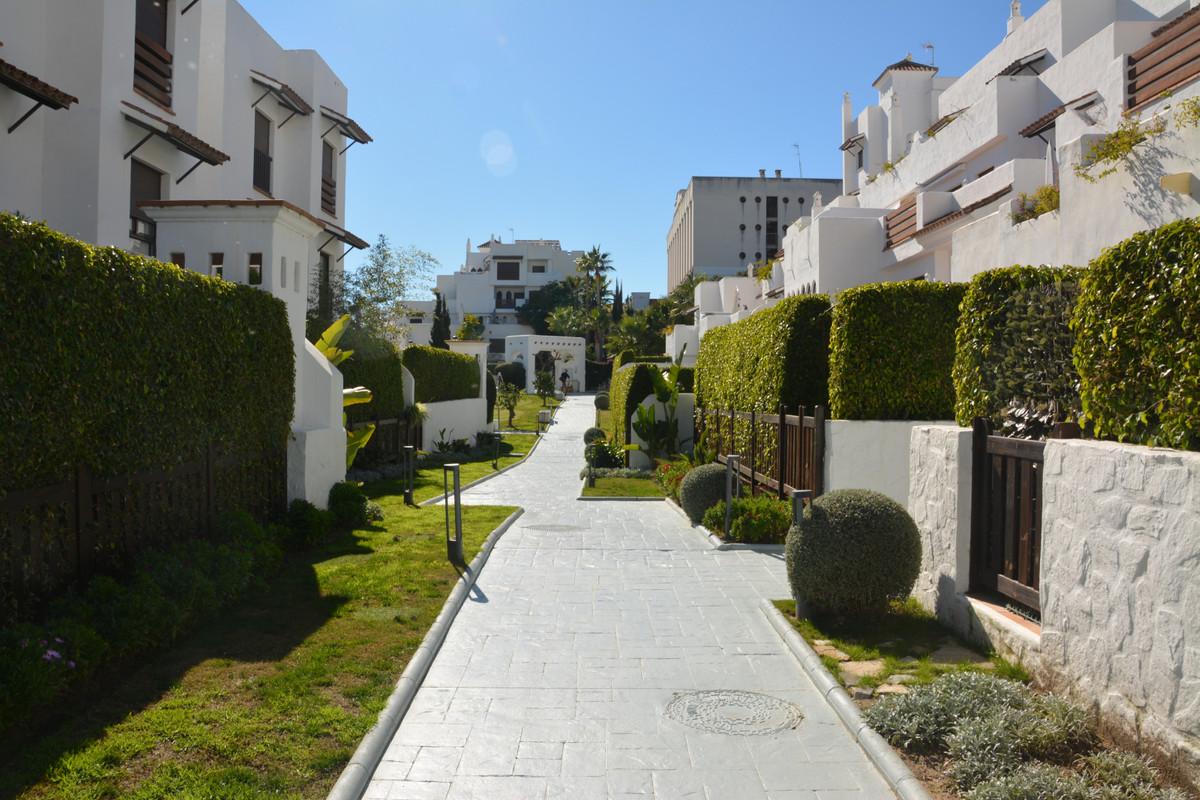 Apartment Middle Floor Estepona Málaga Costa del Sol R3628295 3