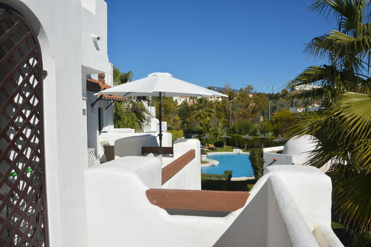 Apartment Middle Floor Estepona Málaga Costa del Sol R3628295 4