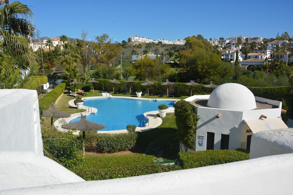 Apartment Middle Floor Estepona Málaga Costa del Sol R3628295 5