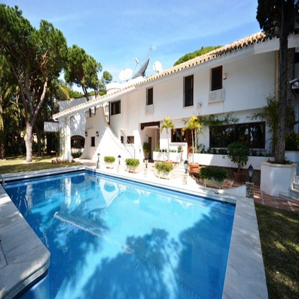 Detached Villa for sale in Cabopino R3874144