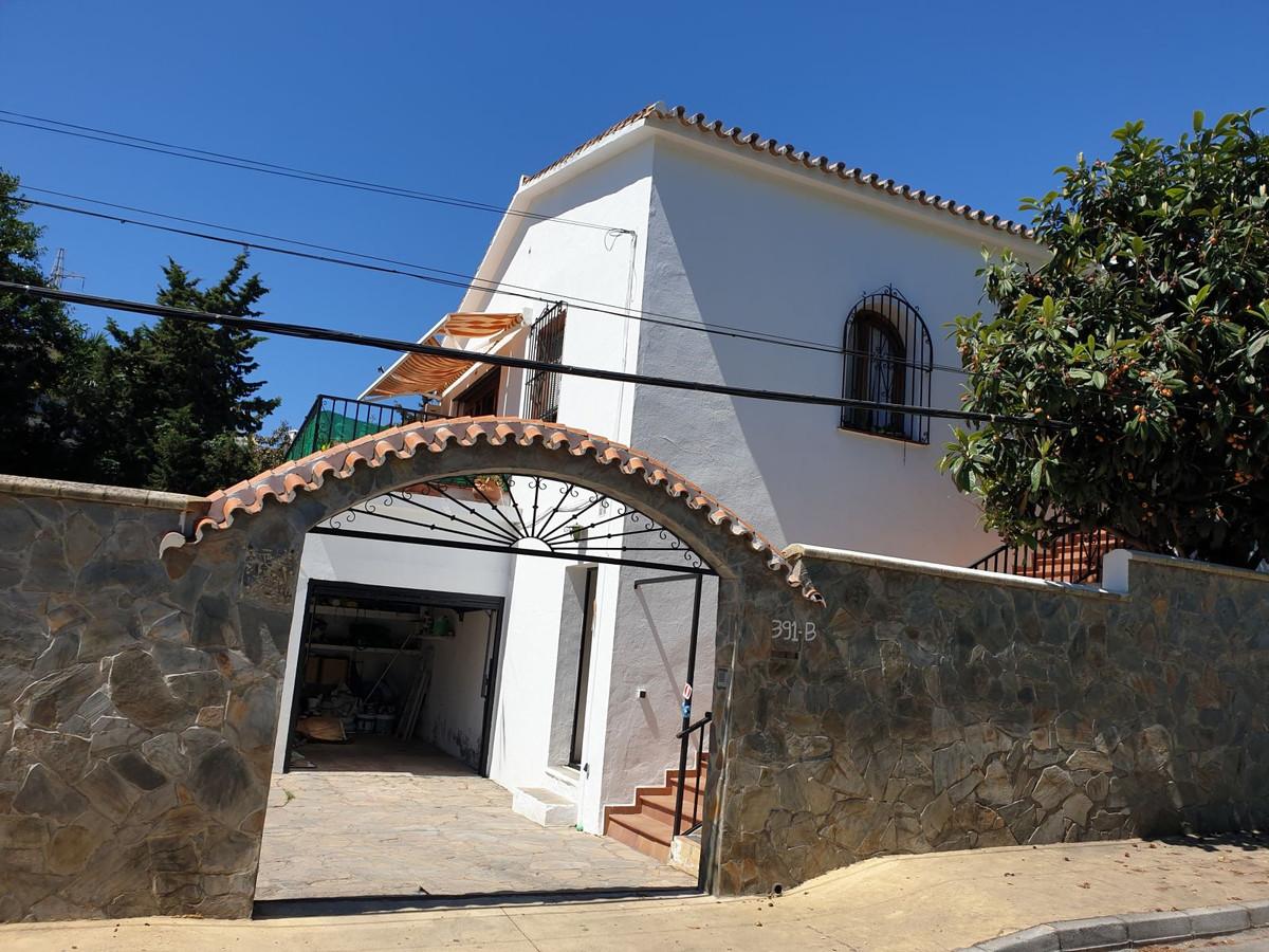 Detached Villa, Nueva Andalucia, Costa del Sol. 5 Bedrooms, 2 Bathrooms, Built 200 m², Garden/Plot 4,Spain