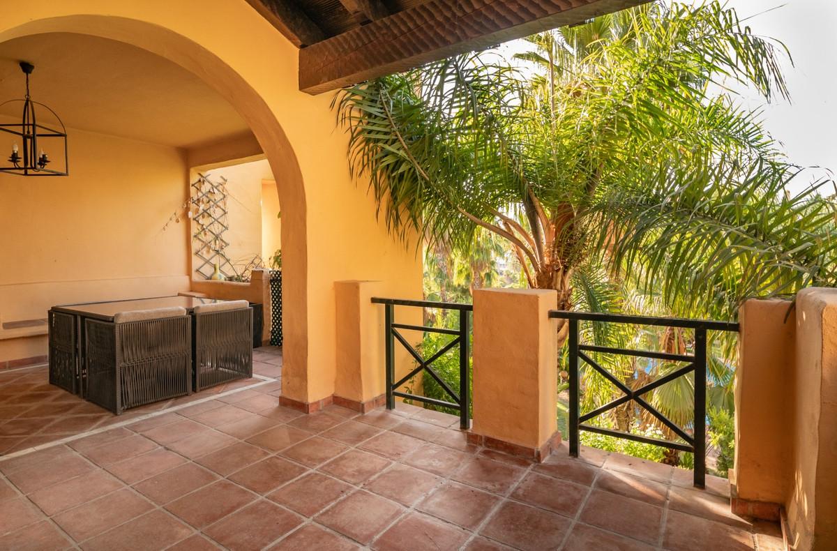 Apartamento Planta Media en El Paraiso, Costa del Sol