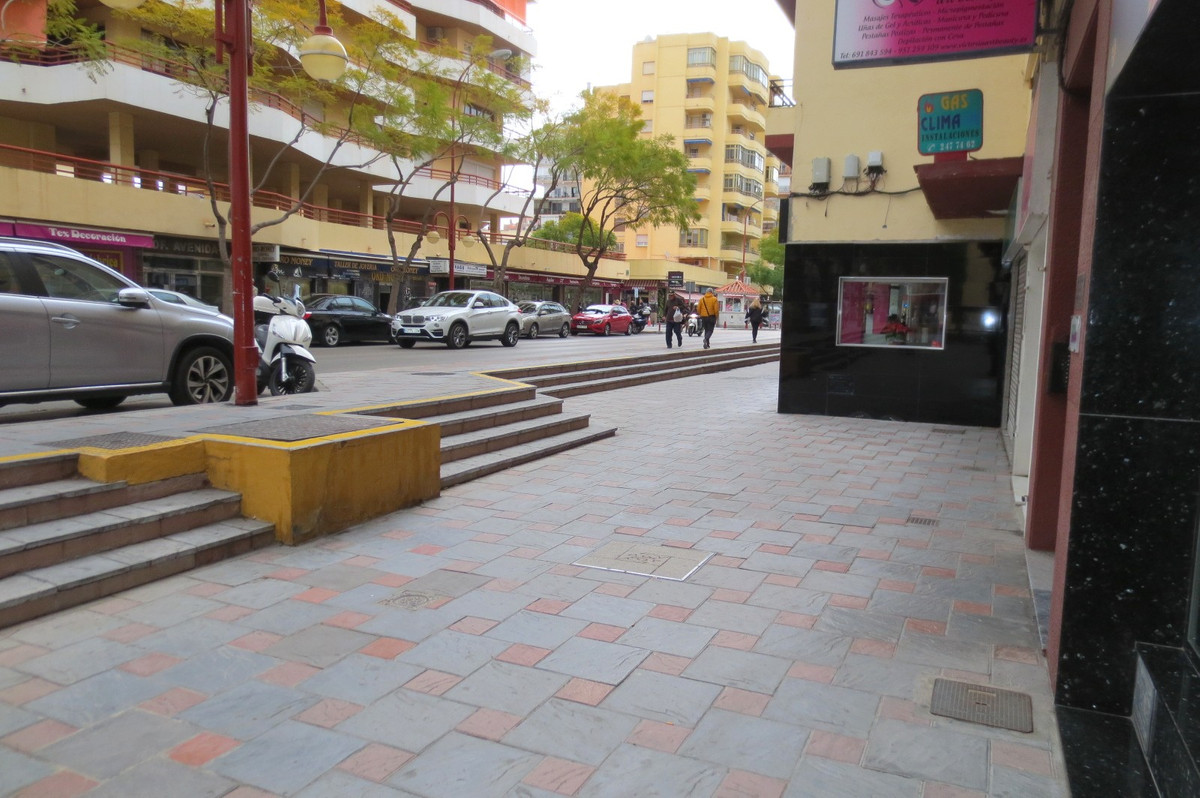 Commercial Premises, Fuengirola, Costa del Sol. Built 127 m².  Setting : Town, Commercial Area, Clos,Spain
