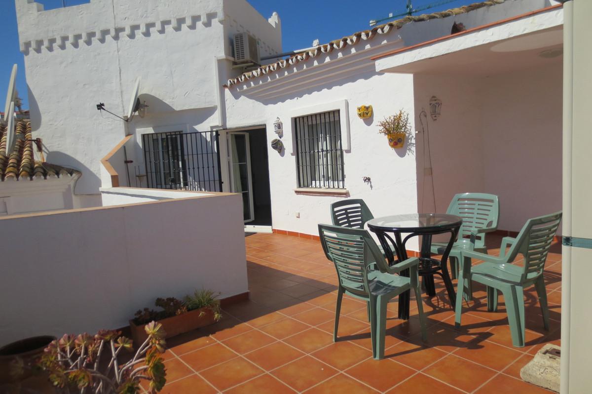 Fantastic penthouse 40m2 sunny terrace in Avenida de las Palmeras. Close to facilities and the beach,Spain