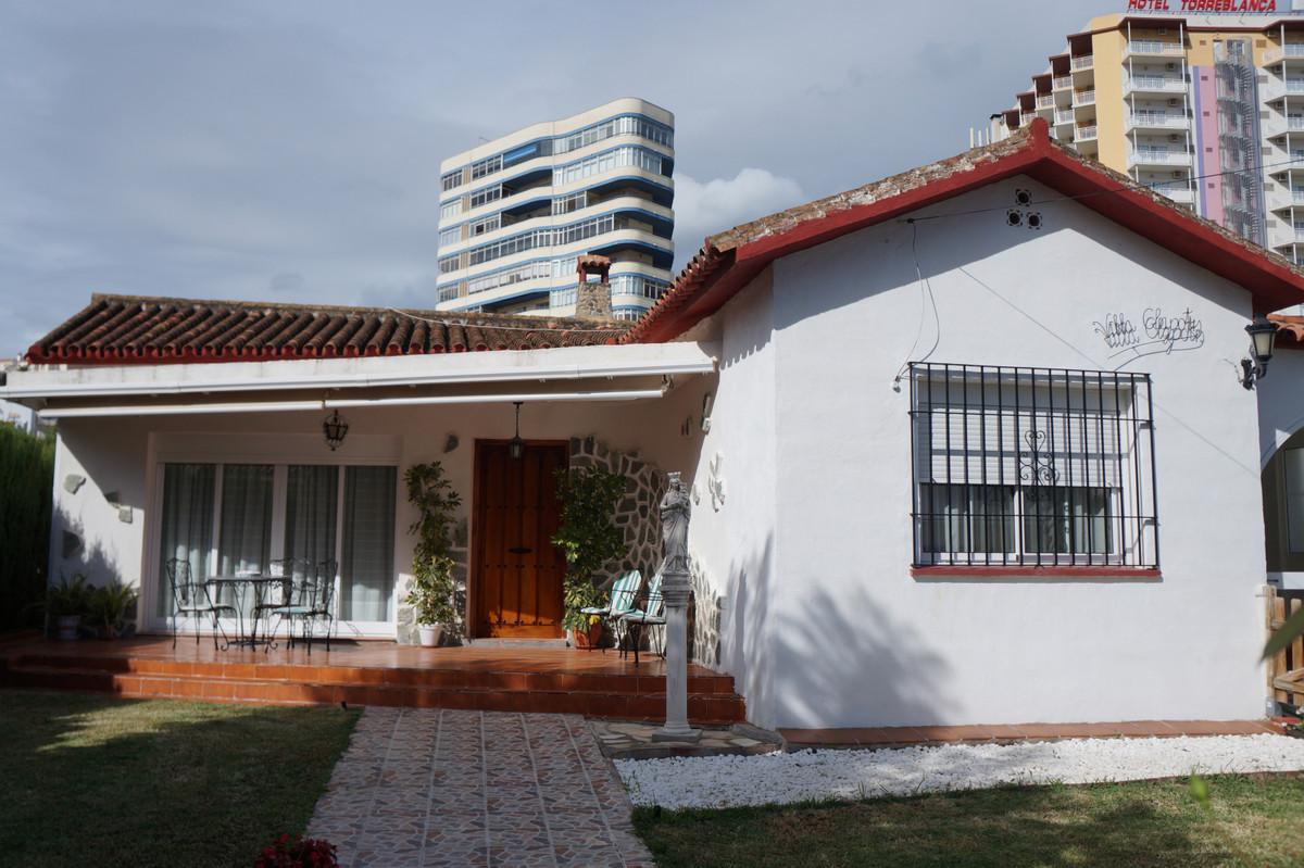 Detached Villa, Fuengirola, Costa del Sol. 5 Bedrooms, 3 Bathrooms, Built 105 m², Terrace 20 m², Gar,Spain