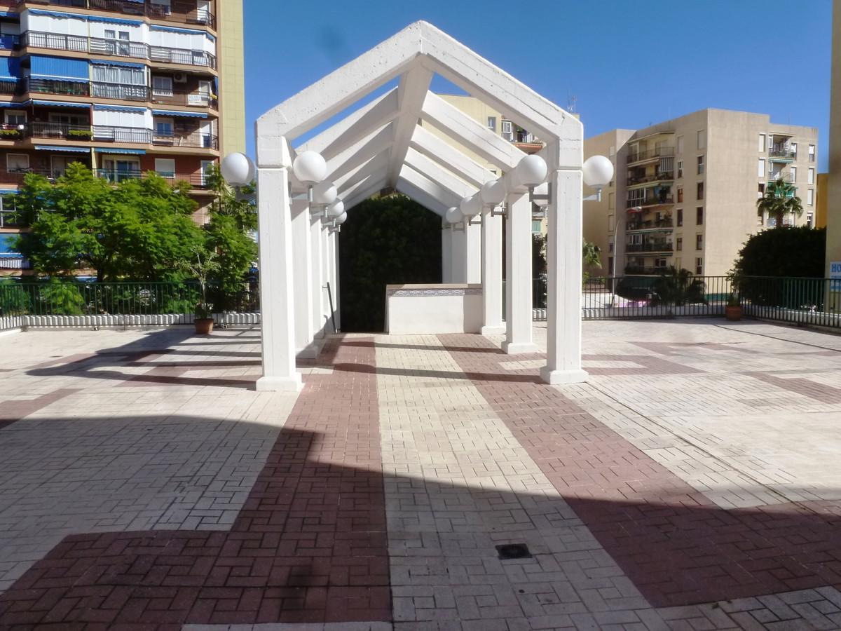 Middle Floor Apartment, Torremolinos Centro, Costa del Sol. 4 Bedrooms, 2 Bathrooms, Built 98 m², TeSpain