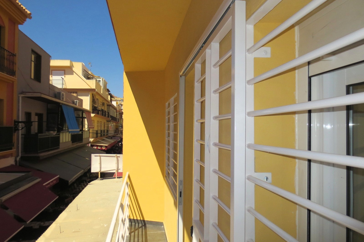 Middle Floor Apartment, Fuengirola, Costa del Sol. 3 Bedrooms, 2 Bathrooms, Built 61 m², Terrace 4 m,Spain